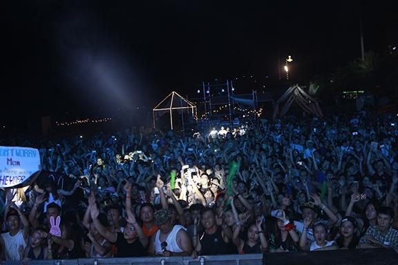 Ngoài ra,các DJ tên tuổi tại Việt Nam nhưDJ Hoàng Anh, HoaProx,Triple D, Kruisecũng lần lượtbiểu diễn trong suốt sự kiện khiến không khí tại công viên Biển Đông, Đà Nẵng nónghơn bao giờ hết.
