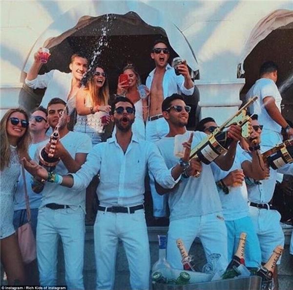 Doanh nhântrẻ ở Miami - Romi Amoudi, tiệc tùng thả ga tại Croatia's Yacht Week.(Ảnh: Rich Kids of Instagram)