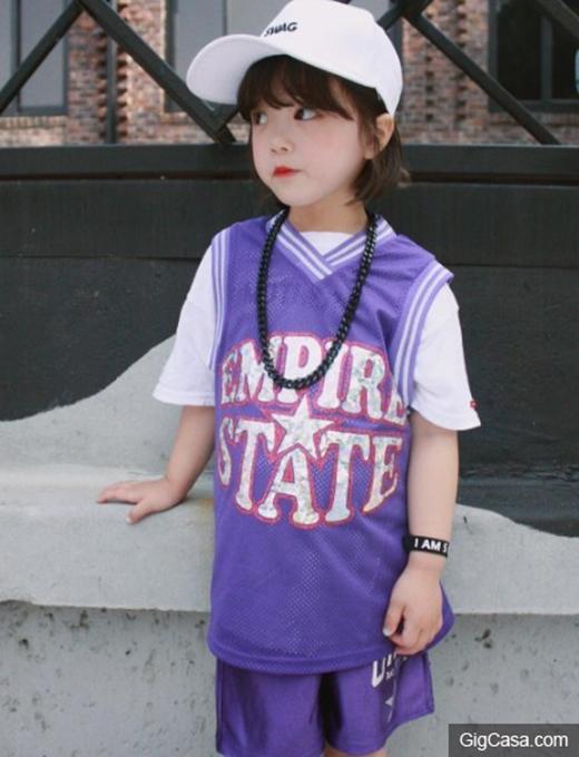 Bé gái 4 tuổi với biểu cảm ngạc nhiên gây đảo điên cộng đồng mạng