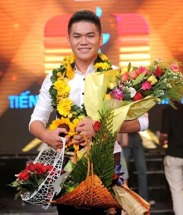 Anh từng thành tích học tập xuất sắc trong thời gian theo học tại Nhạc viện TP.HCM và đãđoạt giải nhất cuộc thi Tiếng hát truyền hình 2013. - Tin sao Viet - Tin tuc sao Viet - Scandal sao Viet - Tin tuc cua Sao - Tin cua Sao