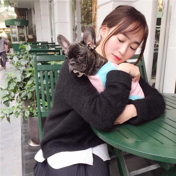 Không hiểu sao người yêu của các Vlog Việt cô nào cũng xinh!