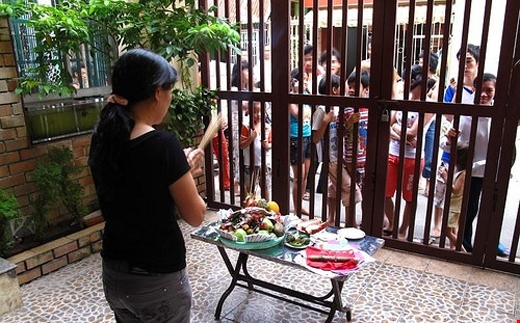 Với những vật phẩm còn ăn được, gia chủ không nên bỏ đi sẽ hoang phí và mang tội.
