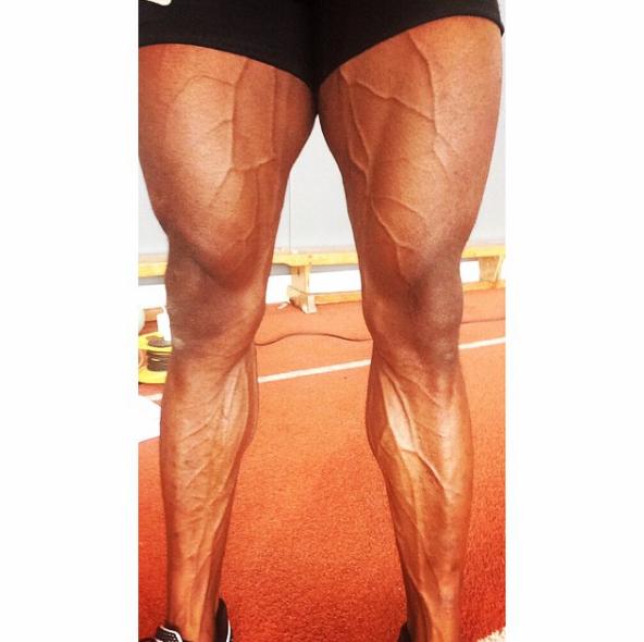 Đôi chân của vận động viên chạy nước rút người Anh Harry Aikines cũng kinh dị không kém với những đường gân nổi hẳn lên bề mặt da.