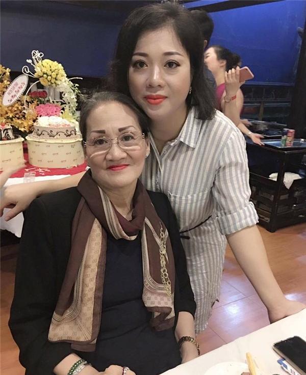 Mẹ và chị gái Lý Nhã Kỳ là những nguồn động viên lớn với nữ diễn viên khi cô gặp khó khăn. - Tin sao Viet - Tin tuc sao Viet - Scandal sao Viet - Tin tuc cua Sao - Tin cua Sao