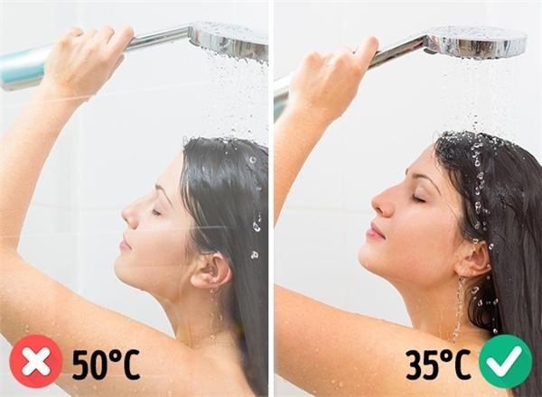 Nhiệt độ nước tắm cũng có thể khiến da bạn lâm vào cảnh thiệt hại khó cứu vãn.