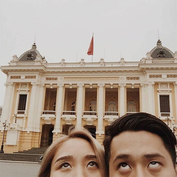 Trong những bức ảnh đượcđăng tải, mọi người chỉ nhìn thấy đôi mắt của cặp đôi.