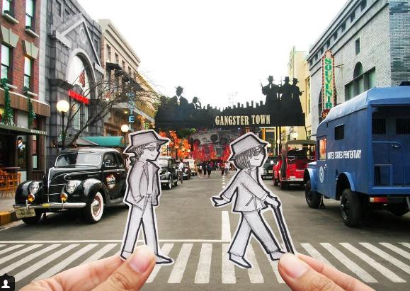 Thay vì cụp hình chính mình, hai nhân vật chính đã tạo nên bản sao của mình bằng giấy và chụp ảnhtại những địa điểm du lịch mà mình đi qua.