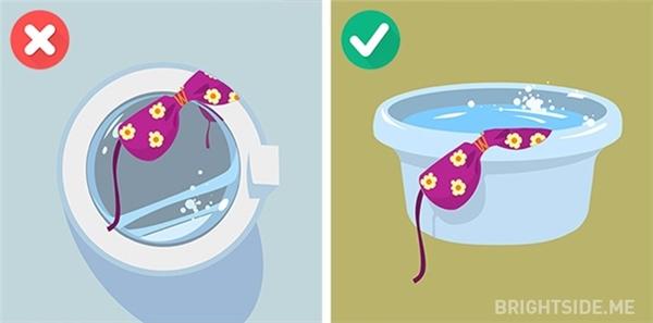 Tuyệt đối không giặt đồ bơi bằng máy giặt.