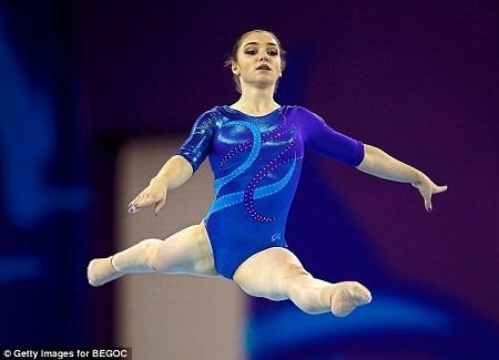 Đã từng nhận nhiều huy chương vàng, Aliya cũng đã từng thử mang tất khi thi đấu tại mùa giải năm 2014. (Ảnh: Internet)