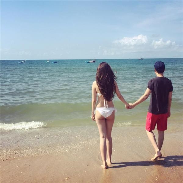 Sau hai năm hẹn hò, cặp đôi ngày cànggắn bó vàkhăng khít hơn. Họthường xuyên đi du lịch cùng nhau. Cả Lê Hiếu và Linh Nhi đều không ngại khoe những khoảnh khắc tình tứ, lãng mạn của hai người lên trang cá nhân.