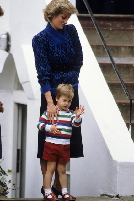 Hoàng tử William, cha của hoàng tử Geogre bắt đầu theo học trường mẫu giáo Mrs Mynor ở London và năm 1985. Trong ngày đầu tiên đi học, hoàng tử được mẹ là công nương Diana đưa đến trường, rất nhiều các phóng viên đã có mặt tại trường để chào đón hoàng tử vào năm đó.