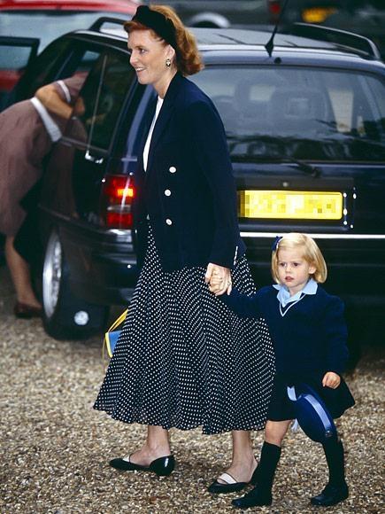 Công chúa Beatrice xứ York, con gái đầu lòng của hoàng tử Andrew xinh xắn trong ngày đầu đi học vào năm 1991.