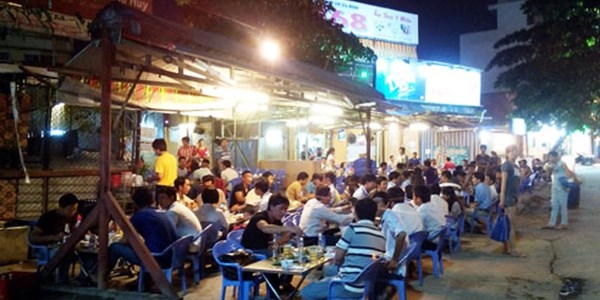 Khu vực gần các nhà hàng, quán ăn có phục vụ rượu bia cũng sẽ được CSGT lập chốt, kiểm tra gắt gao hơn.