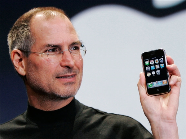 Chiếc iPhone trên tay Steve Jobs. (Ảnh: internet)