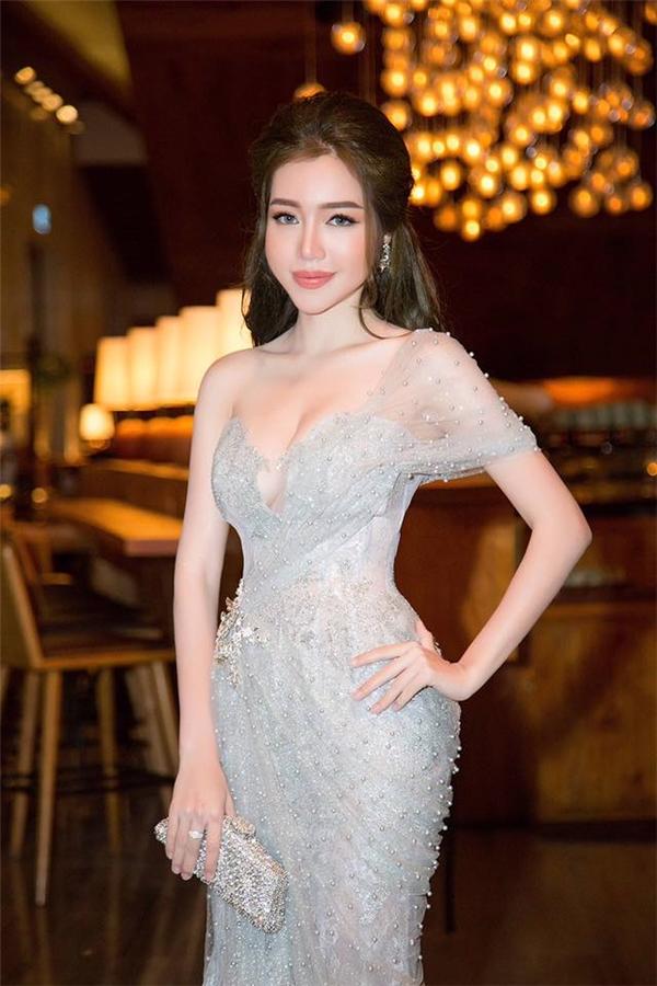 [CSTT] Chi Pu, Elly Trần đẹp hút hồn; Hương Giang không thể