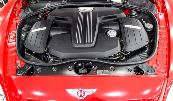 Bentley Continental GT V8 Sđược trang bị động cơ xăng V8 4.0L. (Ảnh: internet)