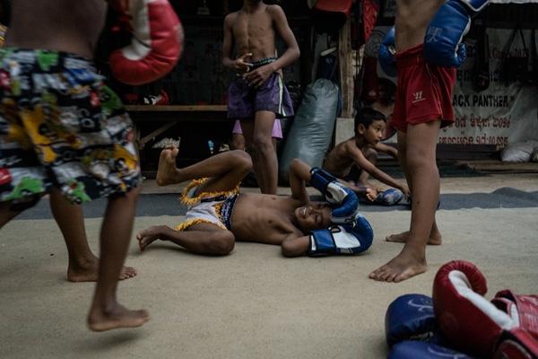 Nhiều đứa trẻ ở những miền quê xa xôi đã chọn cách đấu võ để thoát khỏi đói nghèo.