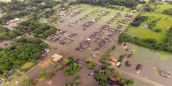 Lũ lụt tàn phá nặng nề khiến Tổng thống Obama công bố tình trạng khẩn cấp