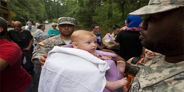 Khoảng 10.000 người đã được chuyển đến khu tạm trú khẩn cấp