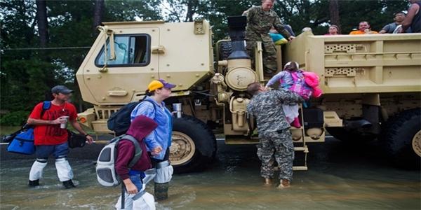 Ngày thứ sáu bình yên, nhưng chỉ trong ngày thứ bảy đã có 5 người thiệt mạng vì bão lũ tại Louisiana