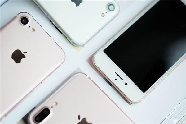Không còn nghi ngờ gì nữa, đây chính là cặp đôi iPhone 7/ 7 Plus