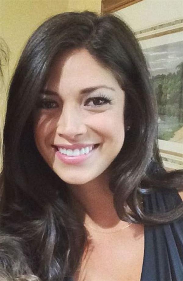 Nicole Johnnson sở hữu gương mặt xinh đẹp, rạng rỡ.