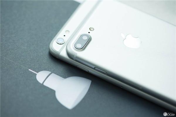 iPhone 7 Plus sẽ được trang bị cụm camera kép. (Ảnh: internet)