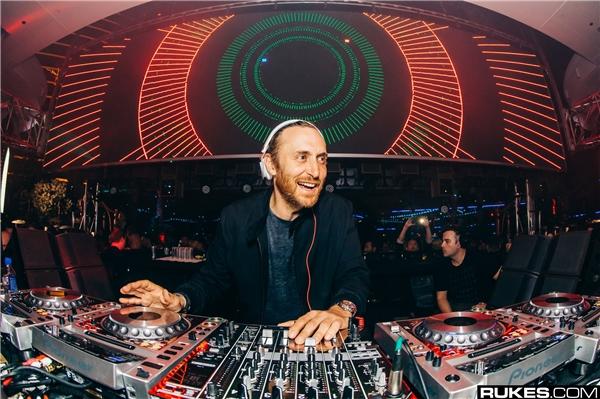 """Và đẩy """"phù thủy âm nhạc"""", David Guetta xuống vị trí thứ 3."""