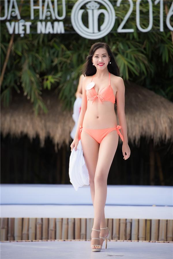 Trần Thị Thùy Trang là một trong 2 thí sinh cao nhất Hoa hậu Việt Nam 2016.