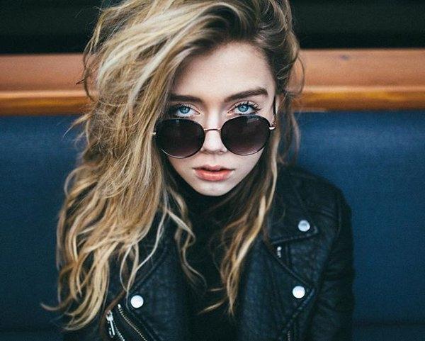 """Vẻ đẹp """"chết người"""" của cô gái tóc rối quyến rũ nhất Instagram"""