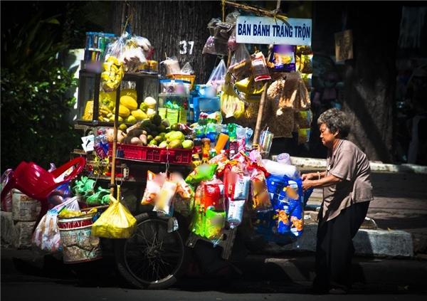 Những gánh hàng rong ở Sài Gòn khiến du khách ấn tượng.