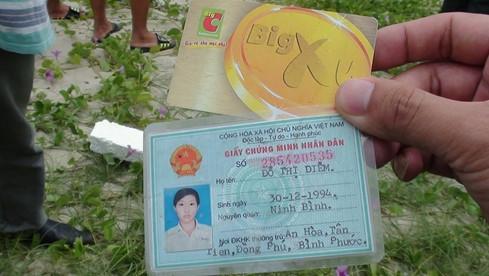 CMND và thẻ Big Xu của siêu thị Big C được tìm thấy trong thi thể.(Ảnh: Nguyễn Tú)