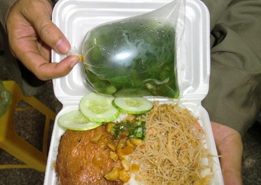 Hộp nhựa đựng đồ nóng sẽ sinh ra chất độcDOP và BPA. (Ảnh: internet)