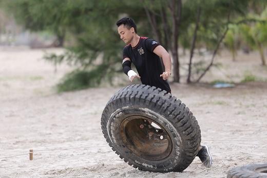 Minh Tuấn gây tranh cãi với những chiến lược thi đấu đầy tinh vi.