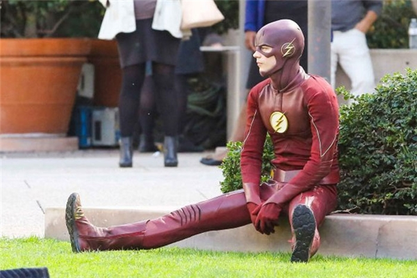 Usain Bolt mà cứ thế này thì The Flash nghỉ việc mất thôi.
