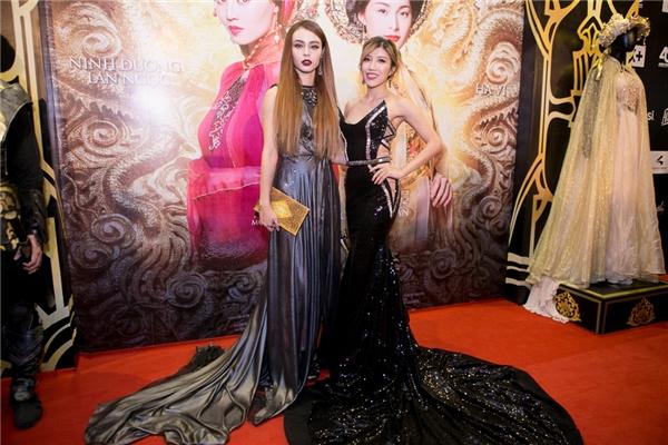 Nữ ca sĩ Trang Pháp và MLee kiêu sa trong những bộ trang phục lộng lẫy. - Tin sao Viet - Tin tuc sao Viet - Scandal sao Viet - Tin tuc cua Sao - Tin cua Sao
