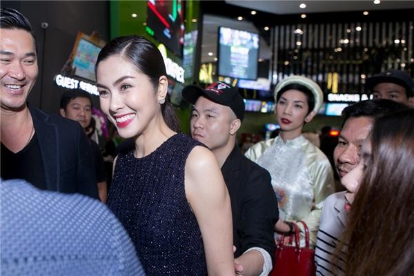 Và chỉ đến khi vào rạp xem phim, người ta mới nhận ra nữ diễn viên Tăng Thanh Hà. - Tin sao Viet - Tin tuc sao Viet - Scandal sao Viet - Tin tuc cua Sao - Tin cua Sao