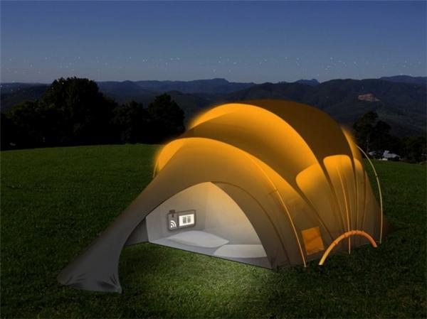 Chiếc lều năng lượng mặt trời này có tác dụng hút ánh sáng ban ngày đểphát sáng vào ban đêm vô cùng hiệu quả cho những chuyến du lịch, cắm trại ngoài trời.