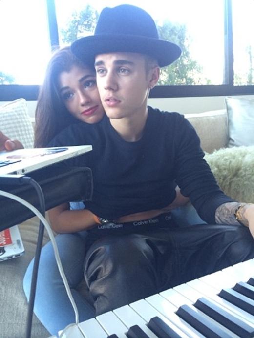 Chỉ một tuần sau khi chia tay Selena Gomez, Justin đã có tin đồn hẹn hò với người mẫu xinh đẹp Yovanna Ventura.