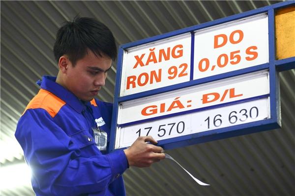 Giá xăng có thể sẽ tăng mạnh vào ngày mai?. Ảnh: Internet (minh họa)
