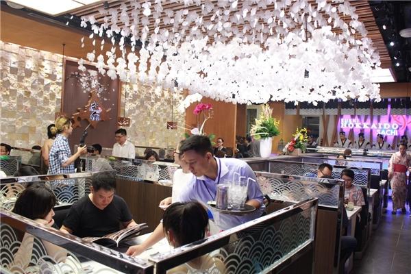 Nhà hàng thứ 4 của chuỗi Sushi Hokkaido Sachi thứ 4 toạ lạc ở lầu 5, Saigon Centre, TPHCM.