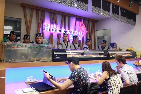 Không gian sang trọng nhưng ấm cúng của Sushi Hokkaido Sachi tại Saigon Center.