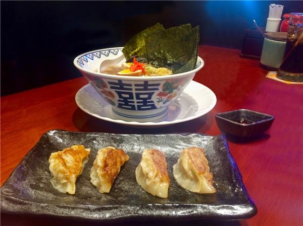 Các món mì ramen đi kèm với nước súp, là một trong những món ăn phổ biến và ưa chuộng nhất Nhật Bản.