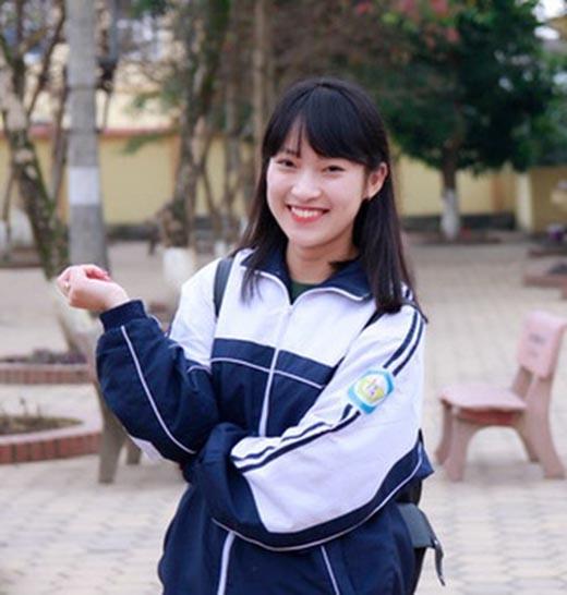 Trần Khánh Vy là nữ sinh gây sốt cộng đồng mạng với khả năng nói Tiếng Anh thành thạo.