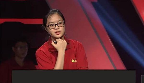 Hot girl Khởi động Olympia Minh Huyền.
