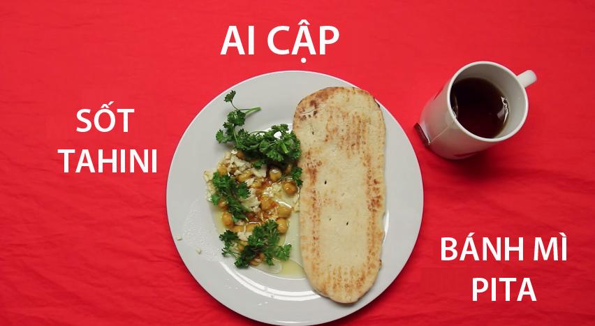 10. Ai Cập -Sốt tahini được nấu từđậu fava (đậu răng ngựa) và đậu xanh kết hợp vớichanh, tỏi. Người dân đất nước kim tự tháp thường ăn kèm bánh pita với loại sốt đặc biệt này.