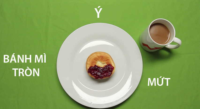 11. Ý - Mặc dù là một dân tộc tinh tế, cầu kì và rất kĩ lưỡng trong chuyện ăn uống, thế nhưng bữa sáng của người Ý lại cực kì đơn giản chỉ với một cái bánh mì tròn và một ítmứt phết lên trên.