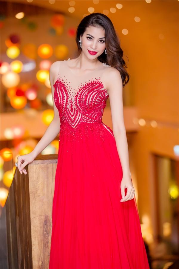 Phạm Hươnghóa nàng công chúa kiều diễm trong bộ đầm đỏ nổi bật. - Tin sao Viet - Tin tuc sao Viet - Scandal sao Viet - Tin tuc cua Sao - Tin cua Sao