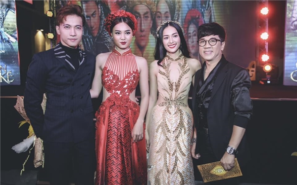 Trong khi đó, Lan Ngọc lại xuất hiện với bộ trang phục lấy sắc đỏ nồng nàn, nổi bật làm chủ đạo. Phần thân trên của thiết kế kết hợp giữa cổ áo dài và áo yếm của người phụ nữ Việt xưa.
