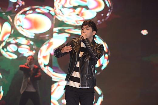 Hồ Quang Hiếu mang đến chương trình nhiều bản hit quen thuộc.